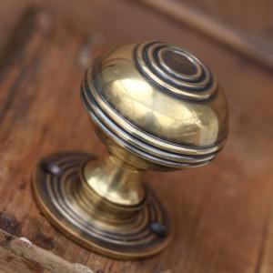 solid-brass-regency-door-knobs-pair-_1